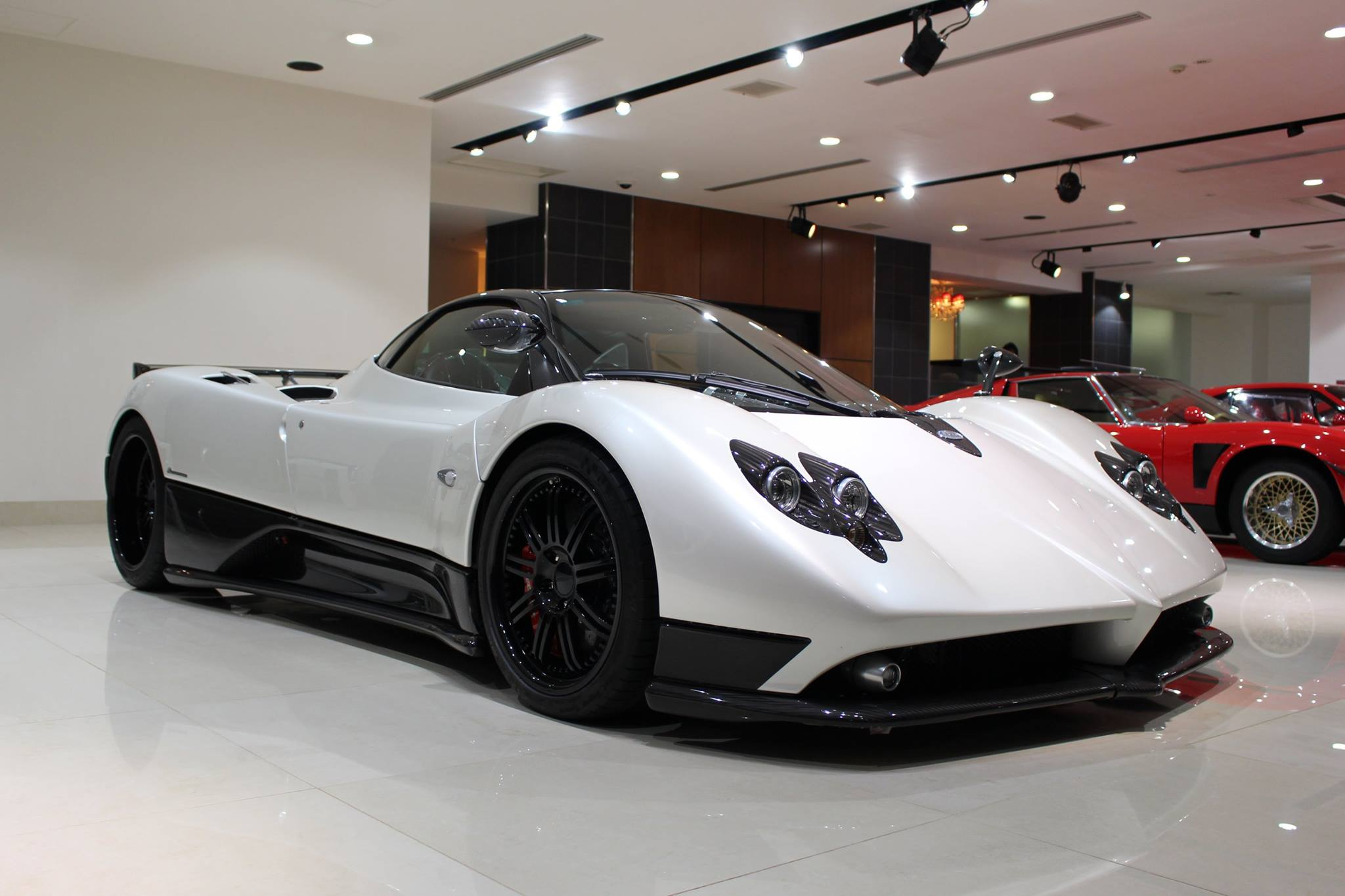for sale pagani zonda f clubsport the lowdown. Black Bedroom Furniture Sets. Home Design Ideas