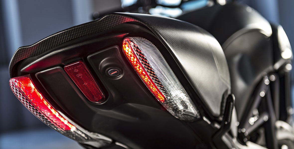 Diavel-Carbon_2016-5