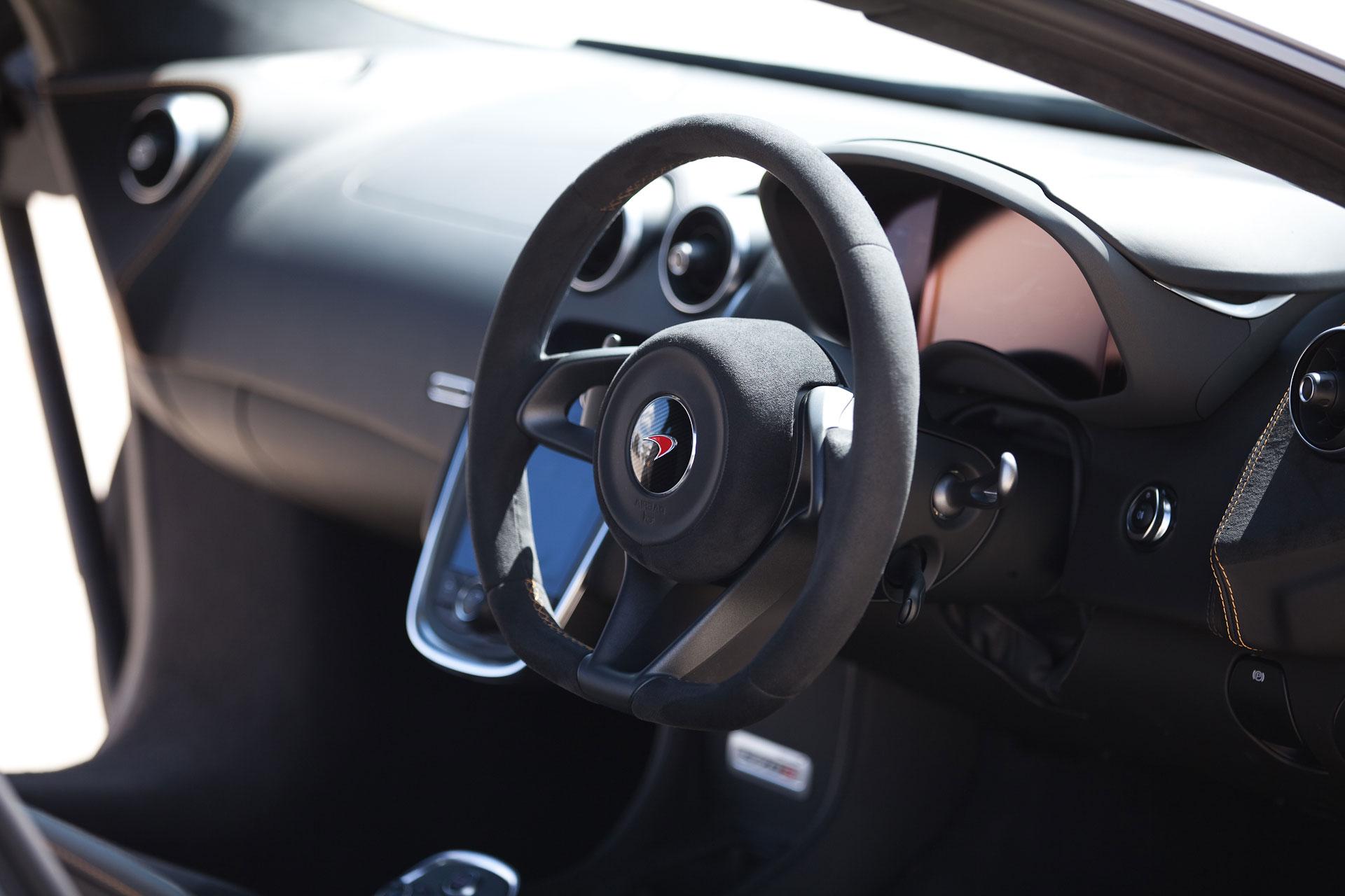 mclaren-570s-steering-wheel